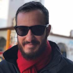 Antonio Valderrama Vidal (Jerez, 1988). Escritor. Licenciado en periodismo por la Universidad de Sevilla. Socio número 30220 de la Asociación de la Prensa de Madrid. En Twitter, como @fantantonio. Contacto: antoniovalvidal@gmail.com CV: https://drive.google.com/file/d/14S290k6Qk0LbHjwfcmtwgUUpmQz_SXgR/view?usp=sharing https://www.facebook.com/antoniovalderramavidal/